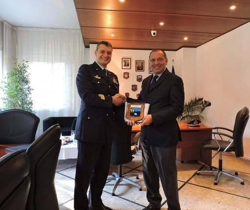 Il prefetto Cananà visita l'Aeronautica Militare a Capo Mele