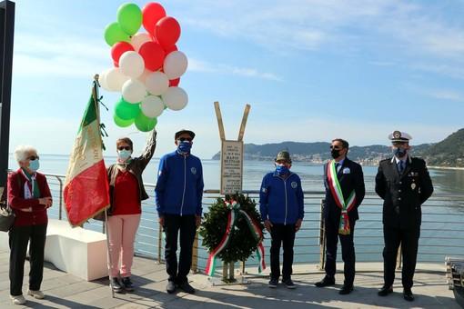 Si tinge di tricolore il 25 aprile di Alassio con l'Anpi e gli Alpini (FOTO)
