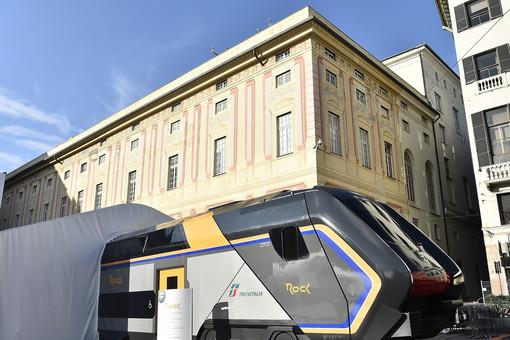Trenitalia, Rock e Pop anteprima in piazza De Ferrari a Genova: presentati i nuovi convogli della flotta regionale (FOTO e VIDEO)