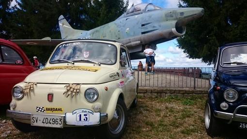 """Primo raduno della """"Fiat 500 Club Italia"""" nel cuore delle Langhe: a Mombarcaro anche amatori savonesi"""