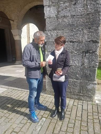 """L'artista e """"super camminatore"""" albenganese Sergio Giusto arriva ad Aquileia"""