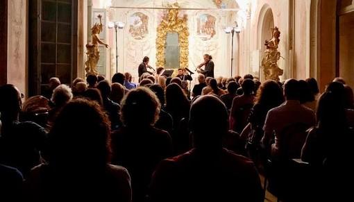 """Albissola Marina, folklore e barocco si uniscono nel """"Voxonus Duo e percussioni"""""""