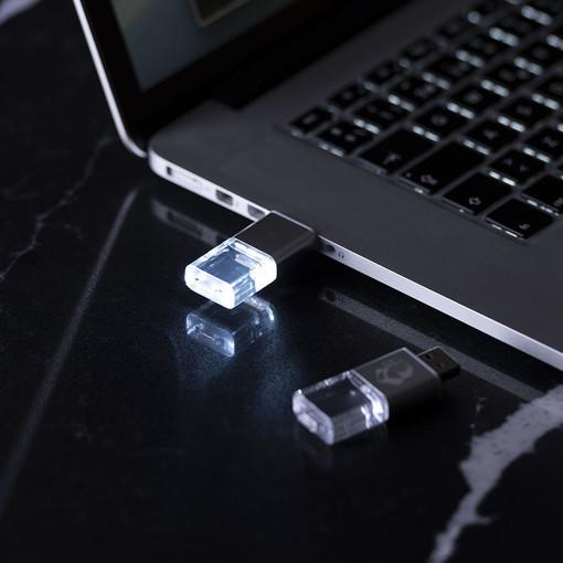 La pen drive USB personalizzata, un gadget pratico ed economico
