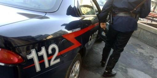 Picchia la fidanzata: arrestato dai carabinieri a Borghetto Santo Spirito