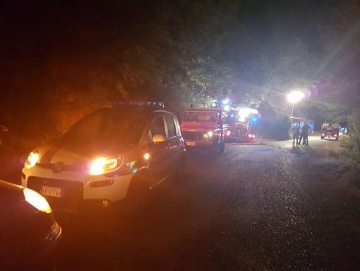Alassio, vasto incendio boschivo in località Vegliasco