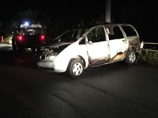Celle Ligure, auto in fiamme: intervento dei vigili del fuoco (FOTO e VIDEO)