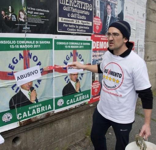 Campagna elettorale Savona: Augusto Perseo del Movimento 5 stelle aggredito da uno sconosciuto