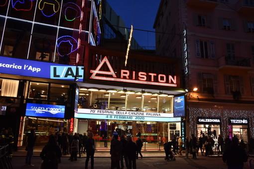 """Festival di Sanremo, Toti: """"Corretto interpretare l'Ariston come gli studi tv e quindi con la presenza di figuranti. No a giudizi affrettati"""""""