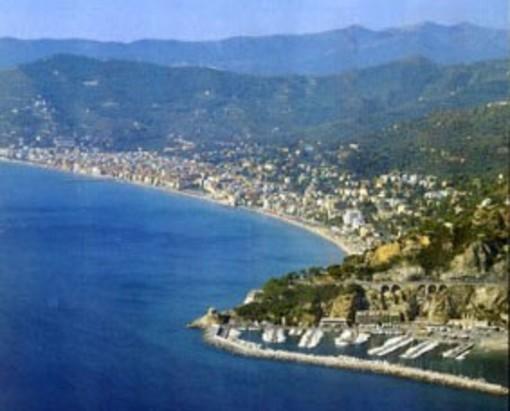 """""""Chi deve pulire la spiaggia libera vicino ai Bagni Savoia di Alassio"""": lettera aperta all'amministrazione di una turista"""
