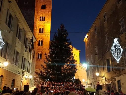 """Albenga """"accende il Natale"""" nel giorno dell'Immacolata, come da tradizione (FOTO e VIDEO)"""