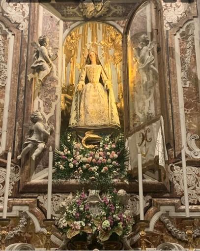 """Presso l'altare dell'Immacolata nella Basilica di Finalmarina per tutto maggio si svolgerà il """"Mese della Preghiera Incessante per la fine della pandemia"""""""