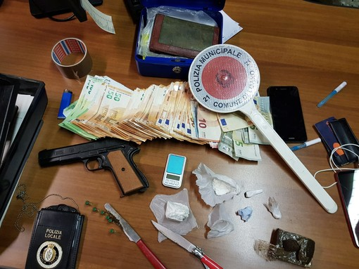 """Spacciatore """"recidivo"""" arrestato in una operazione congiunta dalle polizie locali di Loano e Finale Ligure"""