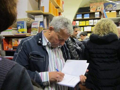 """Il """"giallista"""" Pupi Bracali presenta a Ceriale il suo nuovo romanzo"""
