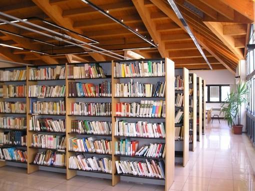 """Taglio agli orari della biblioteca """"Barrili"""": protestano i gruppi di minoranza savonesi"""