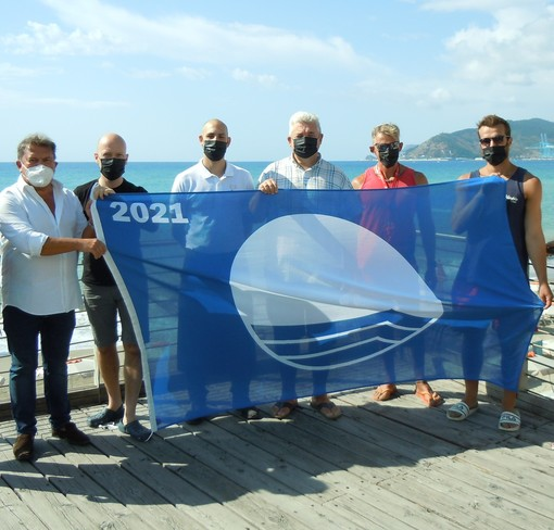 """Savona, consegnata alla città la Bandiera Blu. Santi: """"Testimonianza dell'impegno su sostenibilità ambientale"""""""