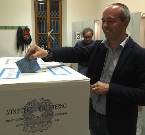 Albisola Superiore, il candidato sindaco Marino Baccino ha votato