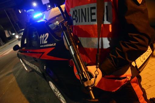 Albenga, autovetture a fuoco in viale Pontelungo: i carabinieri fermano un giovane di Villanova