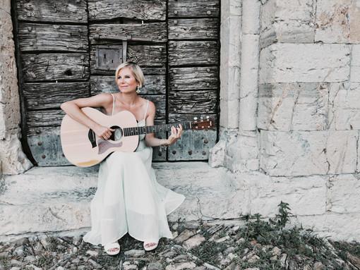 """""""Disordine"""" a Radio Onda Ligure: la cantautrice Chiara Ragnini presenterà il suo ultimo EP"""