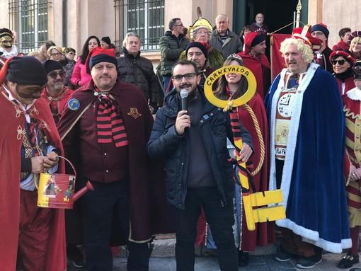 L'assessore Zaccaria consegna le chiavi della città a Beciancin, Puè Pepin e Capitan Fracassa: al via il CarnevaLöa 2019