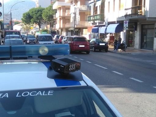 Le polizie locali di Loano e Albenga insieme per la sicurezza stradale: controllati 840 veicoli in un'ora