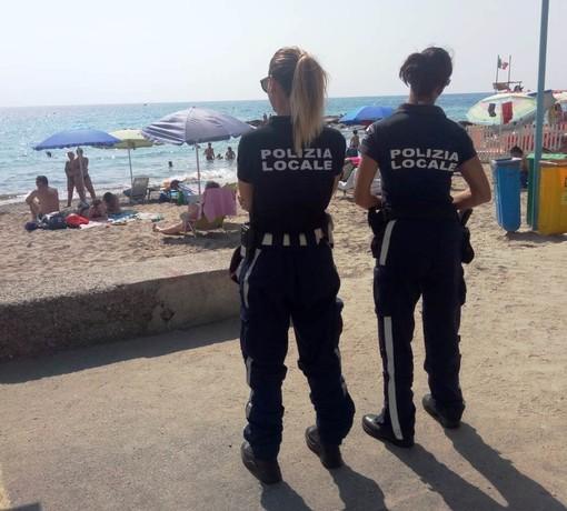 """""""Spiagge Sicure"""" a Ceriale: 18 sequestri di merce contraffatta"""