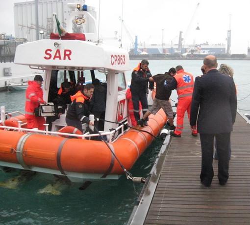 Bagnante rischia di annegare a Savona alle Fornaci: salvato dalla Guardia Costiera