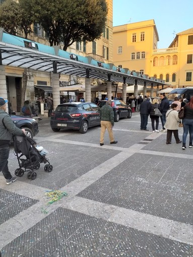 Savona: i carabinieri passano al setaccio Piazza Sisto IV