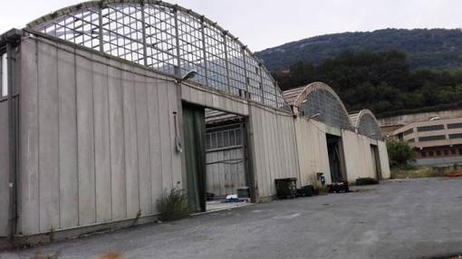 Nella foto: il vecchio capannone di Finale Ambiente