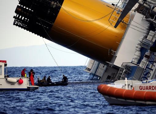"""Costa Concordia: """"E' metafora dell'Italia che va alla deriva, con i cittadini che fanno di tutto per salvarla"""""""