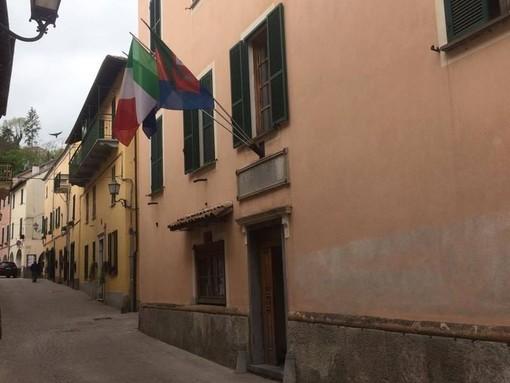 """Calizzano, """"pietra di Ormea"""" danneggiata: nuova pavimentazione in piazza Vittorio Veneto"""