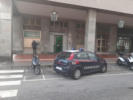 Rapina in banca: presa d'assalto la filiale della Cassa di Risparmio di via Gramsci a Savona