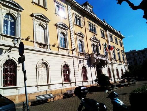 Il Municipio di Alassio si colora di giallo per la Festa della Donna