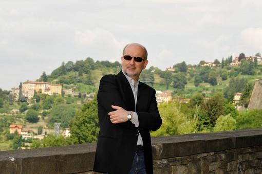 Lo scrittore Claudio Sottocornola intervistato da Athos Enrile alla Ubik di Savona