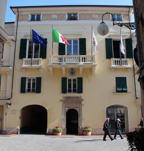 """Consiglio comunale a porte chiuse a Pietra Ligure, Vignone a Carrara: """"Non strumentalizziamo uno stato di emergenza"""""""