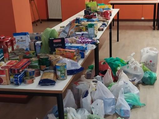 Gli alunni delle scuole di Pietra e Borgio volontari per un giorno in favore della colletta alimentare