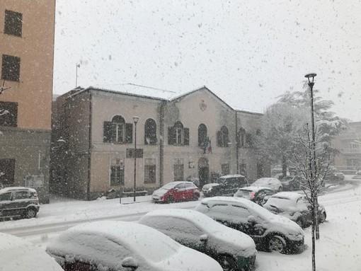 Maltempo, la coltre bianca continua ad imbiancare la Val Bormida: 20 cm di neve fresca a Calizzano (FOTO e VIDEO)
