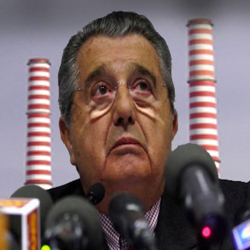 Il neosindaco di Napoli sostenne le 10 domande a De Benedetti che aveva come avvocato Pisapia: se il vento è cambiato davvero Ingegnere, ora tolga sta roba da Vado