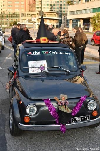 Al Gaslini la Befana arriva su una fiammante Fiat 500 d'epoca