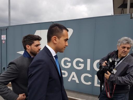 """Piaggio Aerospace, Di Maio rassicura: """"Non vogliamo smembrare questa azienda"""" (FOTO e VIDEO)"""