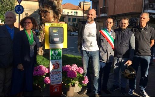 """Loano, davanti alla chiesa """"dei Cappuccini"""" un nuovo defibrillatore in ricordo di Giovanna Stagnaro"""