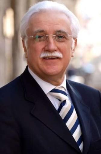 Nella foto: il Professor Giorgio Calabrese, medico e dietologo torinese, noto anche per interviste tv. In gallery: le magliette e i manifesti dell'evento