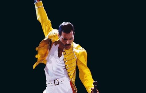 """Cairo """"canta"""" con i Queen: torna a grandissima richiesta """"Bohemian Rhapsody"""""""