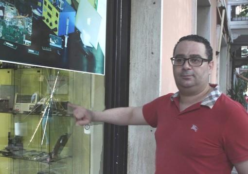 """Albenga, tentato furto al negozio di riparazioni computer e telefonini """"DoctorDigital"""""""