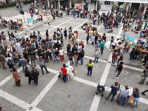 Anche a Savona pomeriggio all'insegna del Fridays For Future, ma la piazza non si riempie (FOTO e VIDEO)