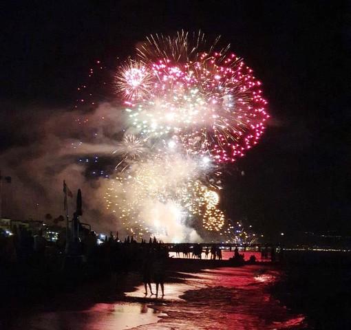 Festa di San Rocco, processione e fuochi d'artificio a Ceriale (FOTO)