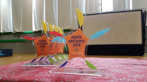 """Loano, al PalaGarassini la """"Festa della Scuola e dello Sport"""". Premiati i giovani """"Atleti dell'anno"""""""