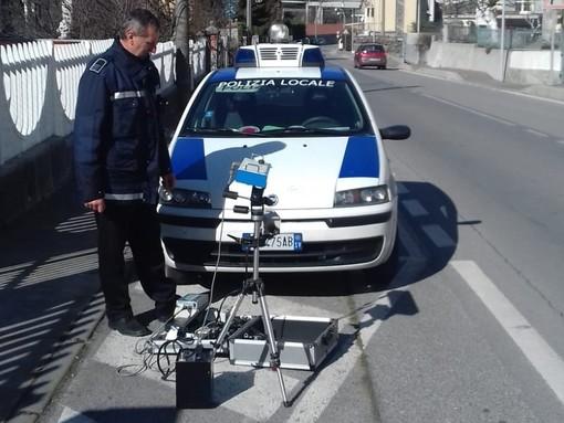 Altare, attenzione alta per la sicurezza stradale: ecco un autovelox mobile per la Polizia Locale