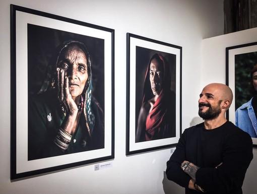 Tutto il fascino della diversità culturale in uno scatto: il fotografo/artista di Pietra Ligure Gabriele Pedemonte espone a Parigi