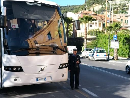 Gite scolastiche sicure a Laigueglia: oggi i ragazzi delle medie sono partiti  con i preventivi controlli della Polizia Locale