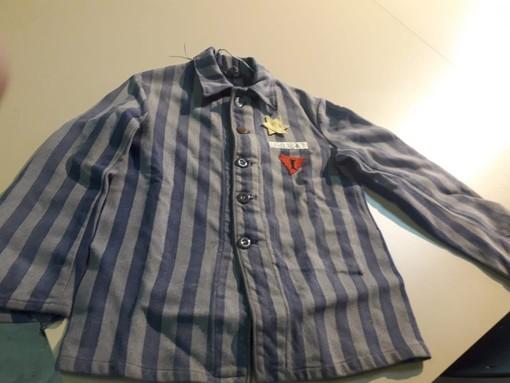 La casacca di Gilberto Salmoni, internato nel campo di Buchenwald a 15 anni